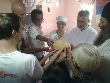 Sečenje slavskog kolača za Nikoljdan
