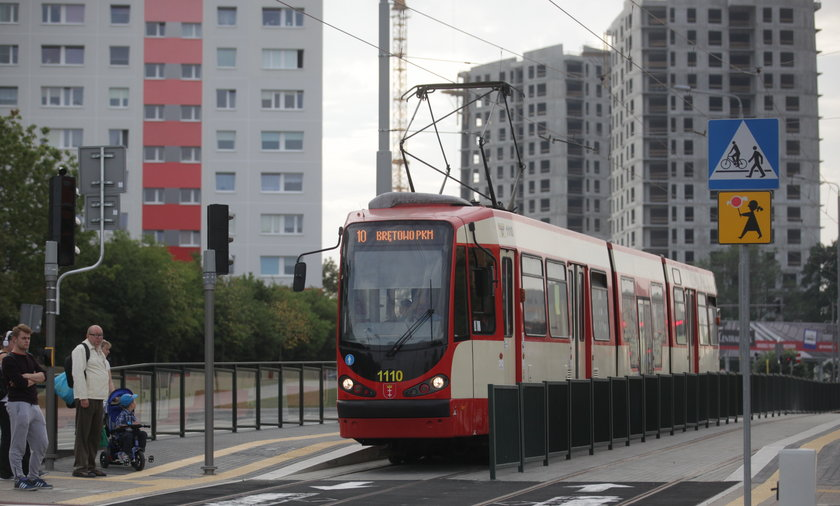 Bałagan komunikacyjny, pierwszy dzień nowej linii tramwajowej