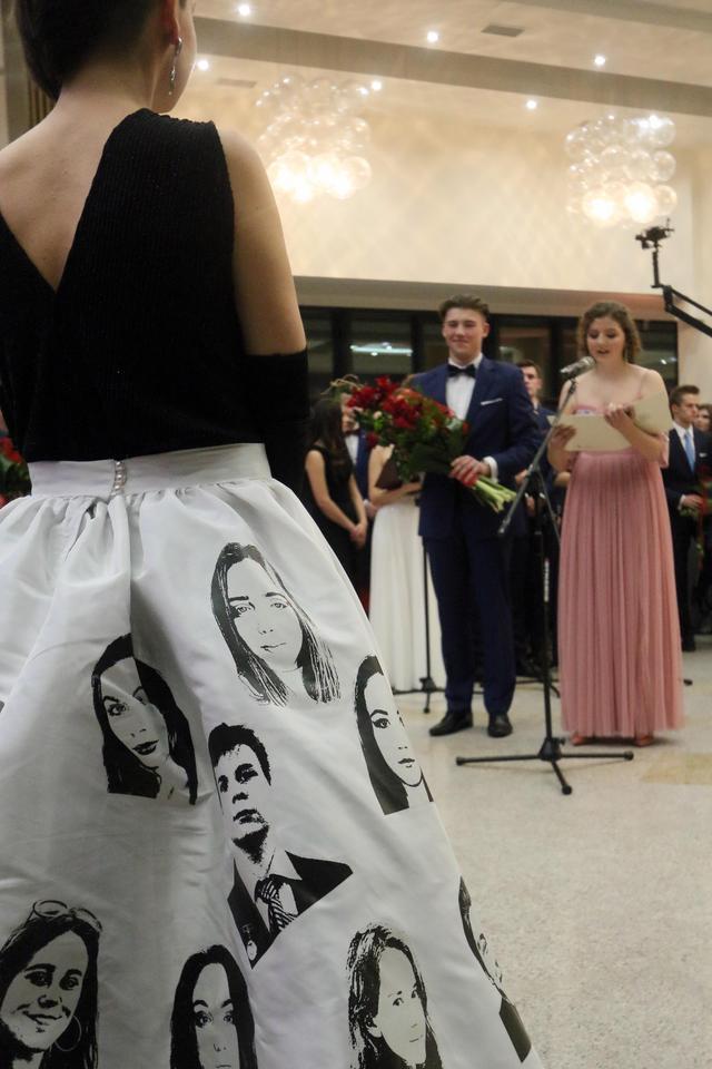 8e566c37da Lublin  suknia nauczycielki zrobiła furorę na studniówce