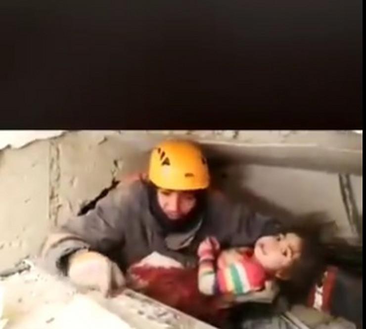 Turska zemljotres devojcica