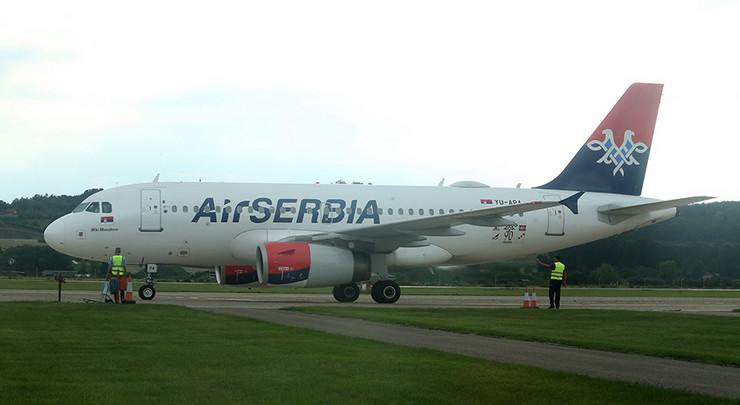 Avion aerodrom-banja-luka-air-srbija-02-foto-S-PASALIC