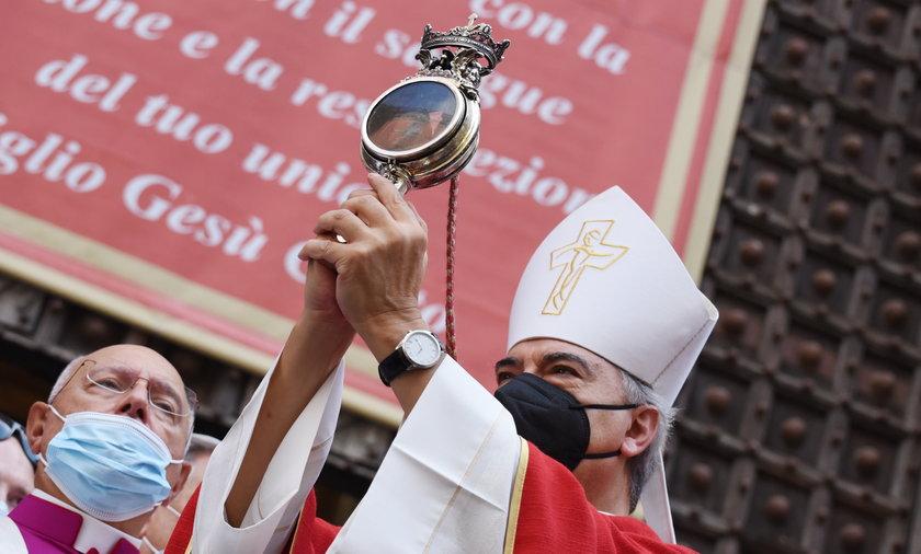 Cud św. Januarego dokonał się w Neapolu.