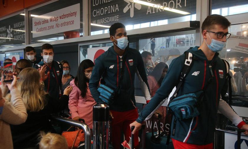 Polscy siatkarze wrócili do kraju w smutnych nastrojach.