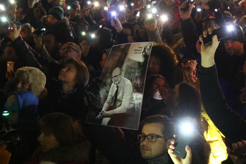 """Ponad tysiąc osób wzięło udział w """"Światełku dla Pawła"""""""