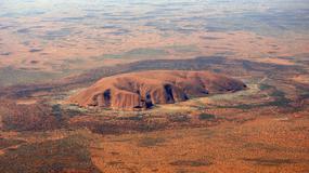 Rekordowe opady w Australii, na skale Uluru powstały wodospady