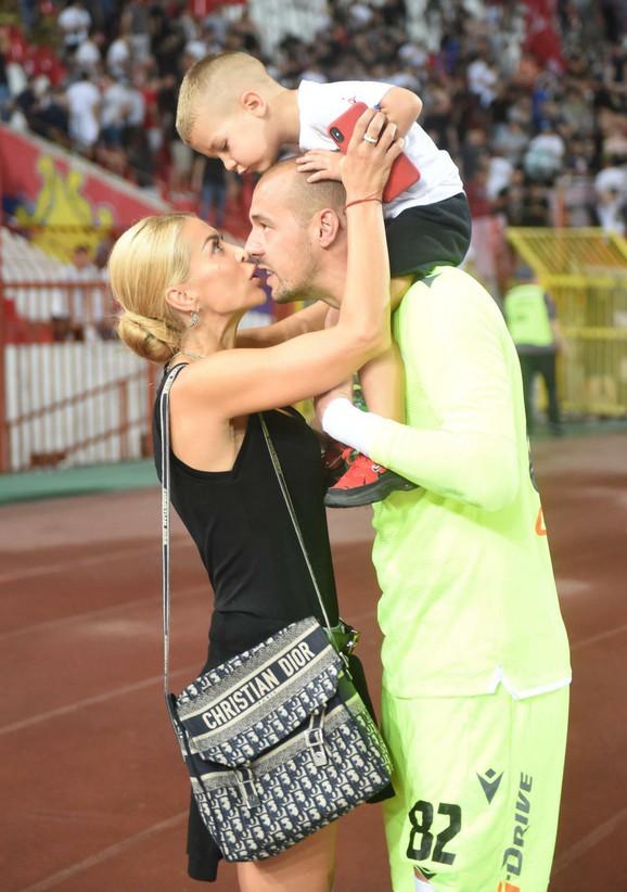 Milan Borjan i supruga Snežana sa sinom