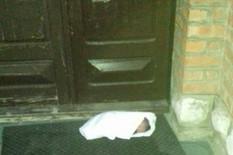 SUDBINA BEBE KOJA NEMA ČAK NI IME Tek rođeni dečačić koji je ostavljen na pragu crkve u Čajetini čeka staratelja i IDENTITET