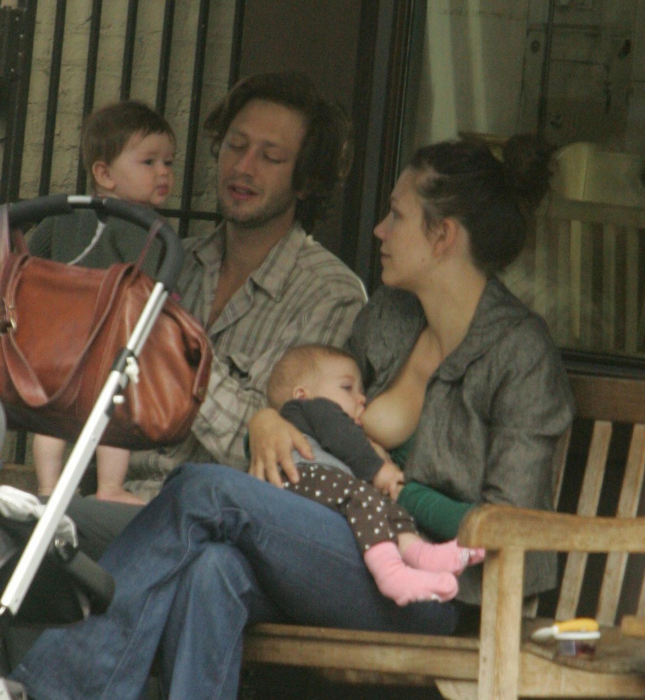 Glumica Megi Džilenhol svoju ćerku Ramonu je dojila gde god se zatekla