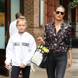 Heidi Klum na spacerze z córką. Modelka nawet w codziennej stylizacji wygląda świetnie