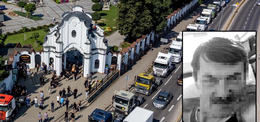 Poruszający widok w Białymstoku. Tak przyjaciele żegnali tragicznie zmarłego kierowcę. Ciężko powstrzymać łzy...