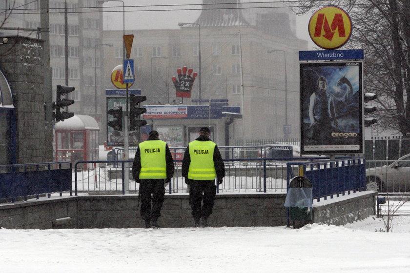 W środę na stacji metra Wierzbno umarł starszy mężczyzna