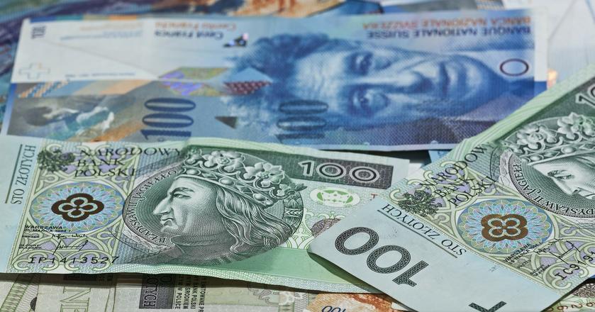 Stopy procentowe w Polsce mogą pójść w górę, a złoty nadal się umacniać