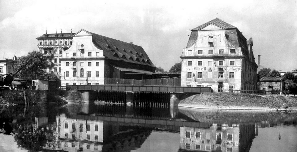 Młyny Świętej Klary. Bezcenny zabytek architektury przemysłowej o piastowskich pierwocinach. Spalony w czasie wojny i wysadzony w powietrze w 1975 roku, czego efektem był zaskakujący międzynarodowy skandal