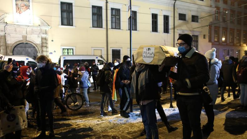 Strajk Kobiet przed kurią krakowską