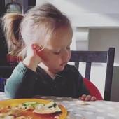 SLATKI SNOVI: Ovaj ručak majke i devojčice je nasmejao ceo internet (VIDEO)
