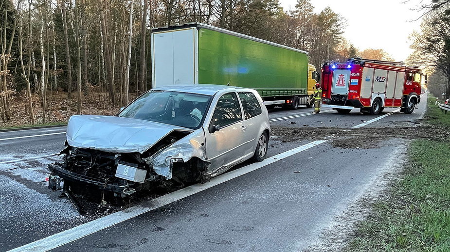 Zderzenie dwóch samochodów. Sprawca uciekł