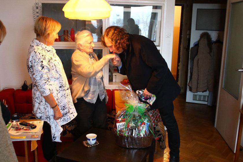 Prezydent Sopotu w odwiedzinach u pani Elżbiety, samotnej seniorki