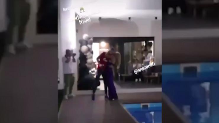 Trenutak kada je Milan stigao na žurku