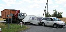 Ale wypadek! BMW wjechało do przyczepy kempingowej! FOTO