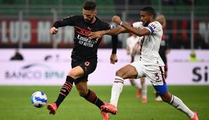 Olivier Giroud (L) has scored four Serie A goals since moving to AC MIlan Creator: Marco BERTORELLO