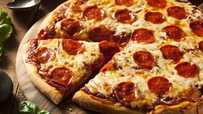 Mężczyzna zamówił pizzę do pociągu, bo w środku nie było wagonu restauracyjnego