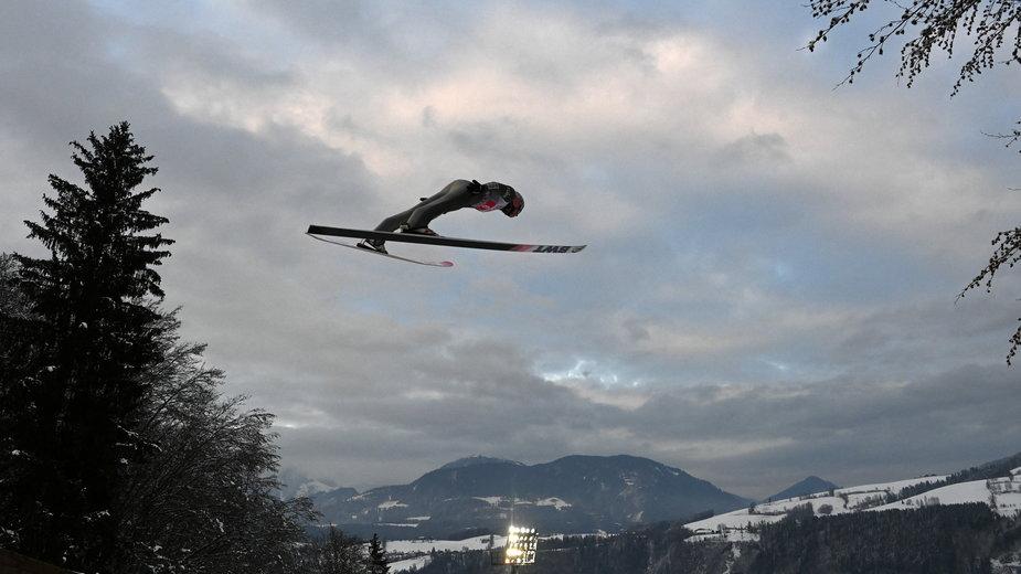 Skoczek narciarski w Bischofshofen