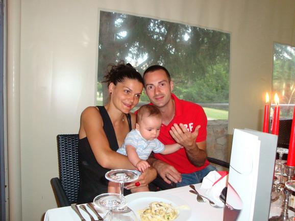Ponosni roditelji: Aca i Jelena sa sinom Stefanom