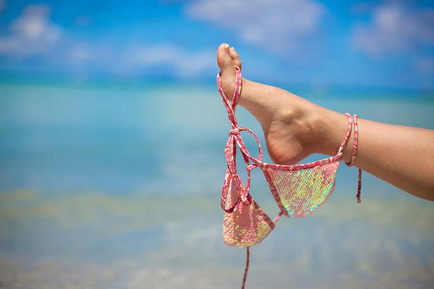 Zakaz obowiązuje w Splicie od początku sezonu. Osoba, która zostanie złapana na spacerze w kostiumie kąpielowym lub w przypadku mężczyzn naga od pasa w górę, zostanie ukarana mandatem o wartości 500 kun (ok. 280 złotych)
