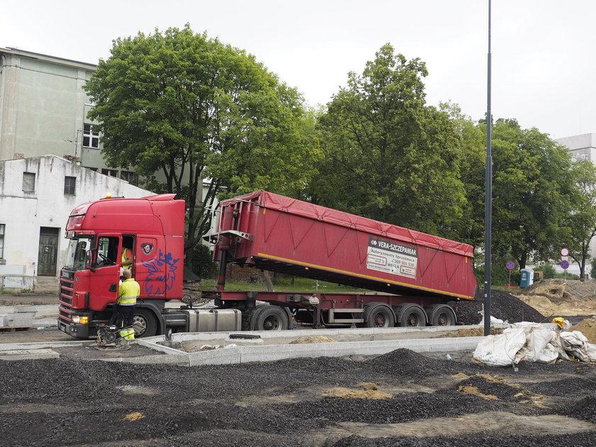 Na Gdańskiej pracownicy MPK pokazali jak remontować drogi w Łodzi