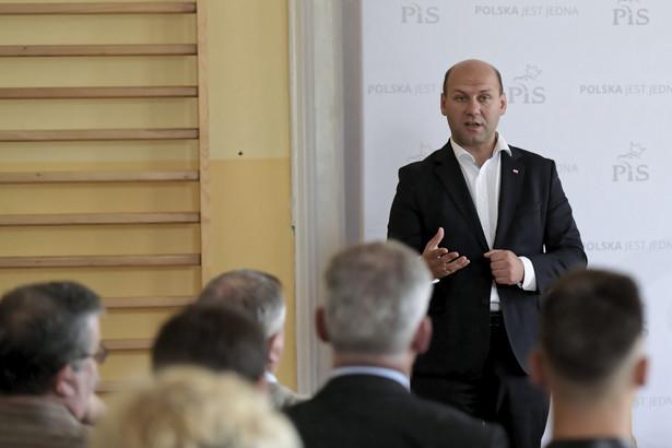 Sekretarz stanu w MZS Szymon Szynkowski vel Sęk podczas spotkania z mieszkańcami Kwidzyna