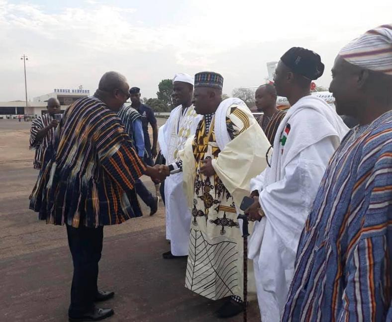 Mahama hounours new overlord of Dagbon, Yaa Naa Abukari Mahama II