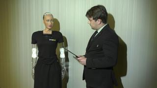 """Robot Sophia: """"Im więcej czasu spędzam z ludźmi, tym bardziej czuję się jak człowiek"""""""