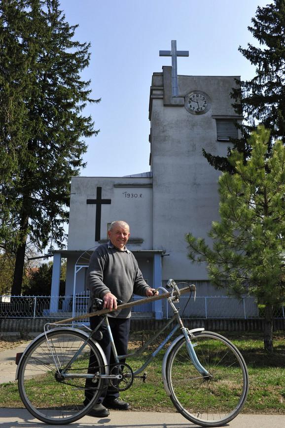 Emil Samec ispred Evangelističke crkve