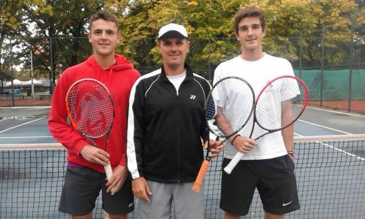 Vuk Jovanović sa teniserima koje je trenirao