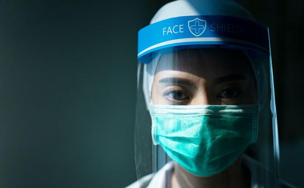 U chorych wykrywano m.in. problemy z oczami takie jak zapalenie spojówek i retinopatię, która może nawet doprowadzić do ubytków wzroku