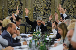 Burzliwa debata i kilkadziesiąt poprawek: Sejmowa komisja poparła projekt noweli ws. SN i KRS