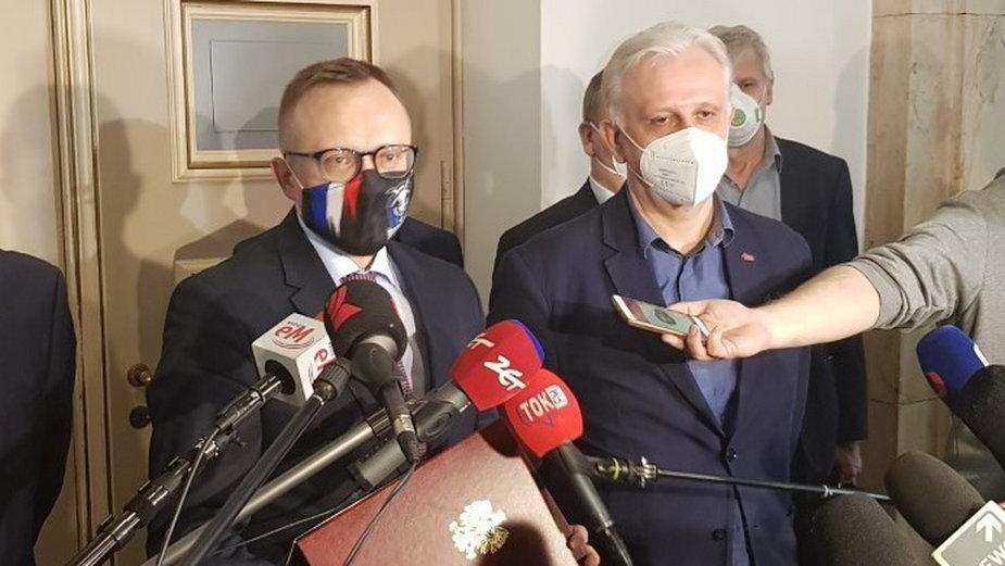 """(Od lewej) Artur Soboń, wiceminister aktywów państwowych i Dominik Kolorz, szef śląsko-dąbrowskiej """"Solidarności"""""""