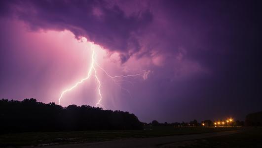 Kolejne burze w weekend. IMGW wydaje ostrzeżenia