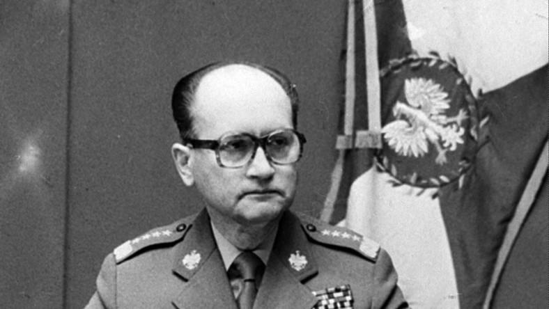 Generał Wojciech Jaruzelski ogłasza stan wojenny 13 grudnia 1981 roku