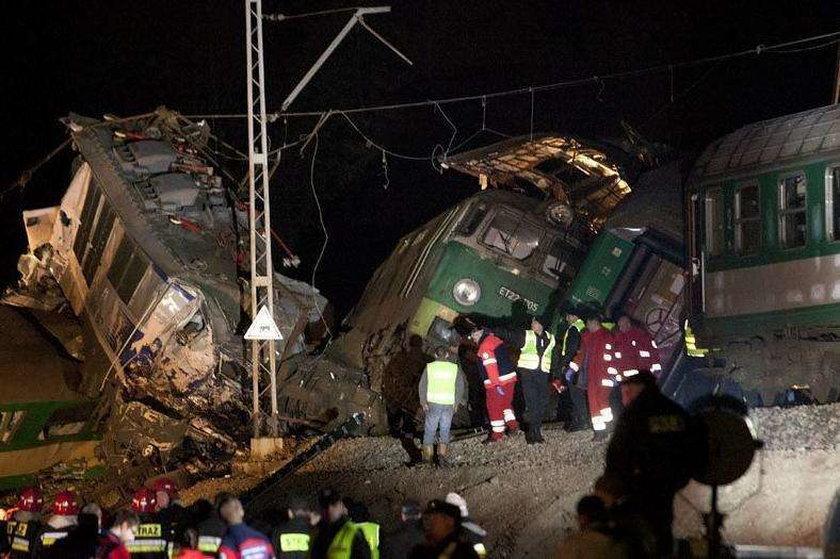 Gdzie po informacje o ofiarach zderzenia pociągów?