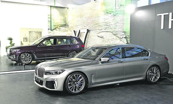 BMW 760LI-  180.791 EVRA: Ova zvezda Sajma dostižernmaksimalnu brzinu od 250 na sat, rna do stotke stiže za samo 4,6 sekundi