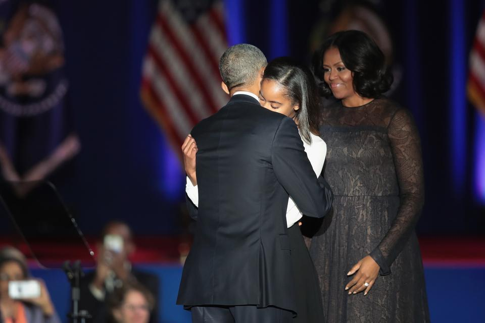 Na zdjęciu Barack Obama, jego córka Malia oraz żona Michelle