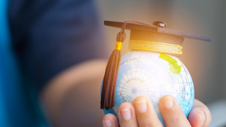 Nauka edukacja świat studia