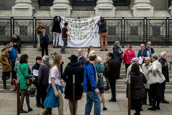 Protest u Lionu u znak podrške Lamberovoj porodici