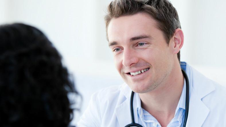 Pacjenci zaprzyjaźnieni z lekarzem mają podwyższone ryzyko śmierci o 26 procent w porównaniu do innych pacjentów