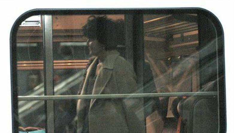 19 09 2007 warszawa jolanta kwasniewska na dworcu centralnym. dopo dziagu jadacego do Krakowa odprowadzil ja funkcjonariusz BOR. Borowik zaparkowal samochod w niedozwolonym miejscu.