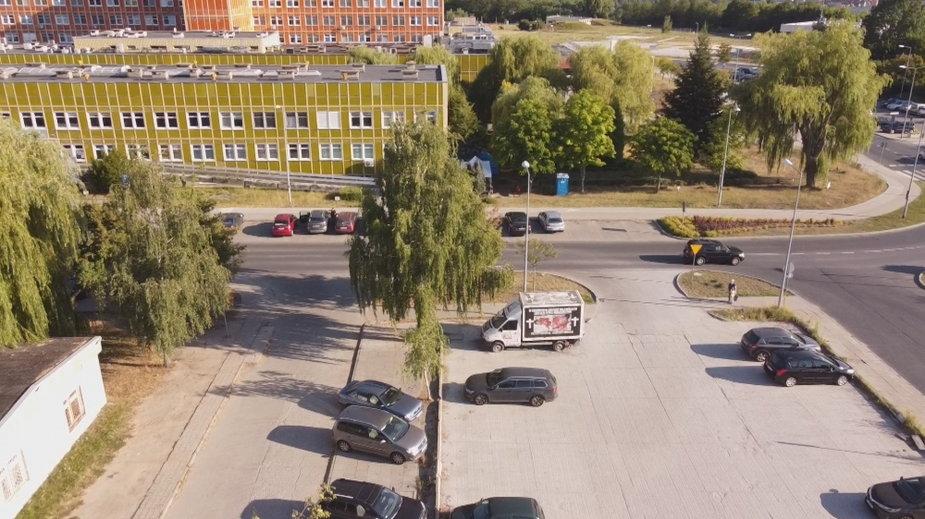Antyaborcyjna furgonetka stoi przed gorzowskim szpitalem od ponad roku
