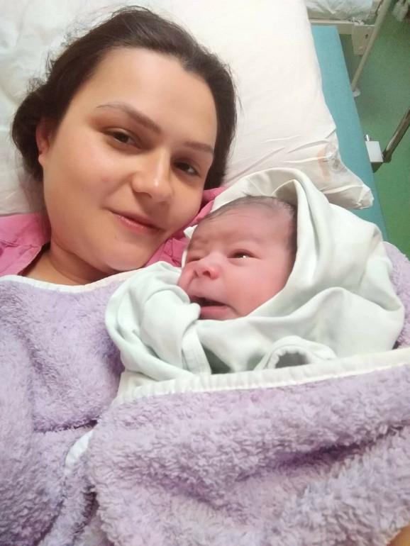 Andrijana Petković sa bebom