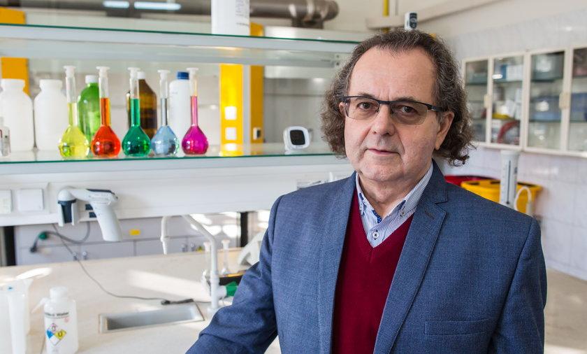 Epidemiolog dr Andrzej Trybusz zauważa, że to czas, by skorzystać z certyfikatów covidowych.