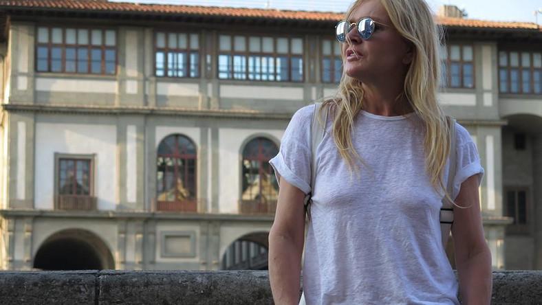 """Zrelaksowana, wypoczęta, uśmiechnięta - Monika Olejnik zdjęcia z Florencji opatrzyła krótkim podpisem: """"W drodze :) Pozdrawiam""""."""